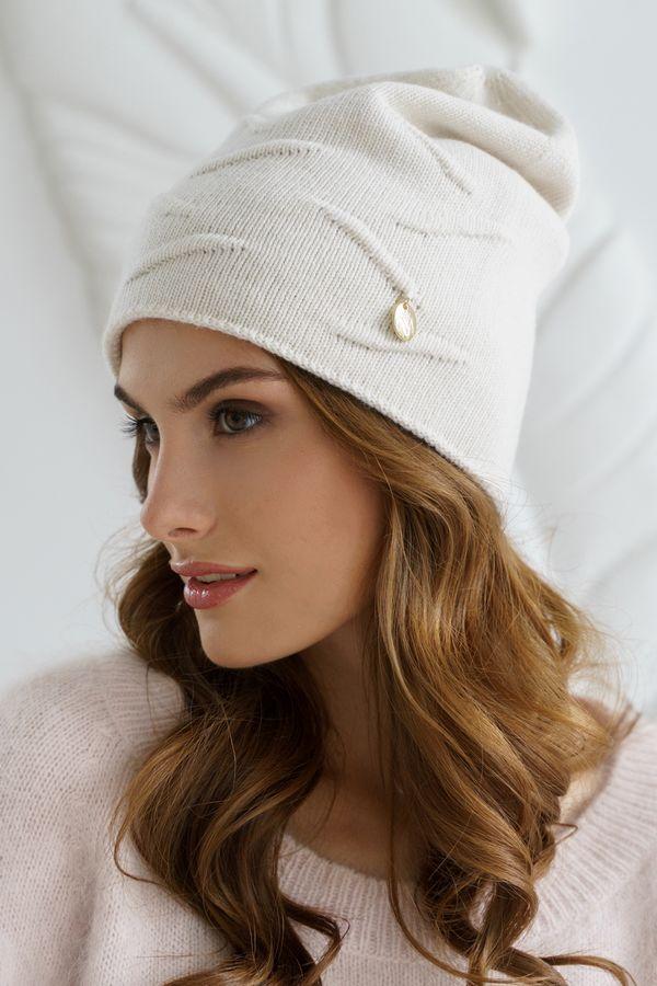 Шапка женская Mira Adriana 7.567-02 белая (утепленная) - фото 1